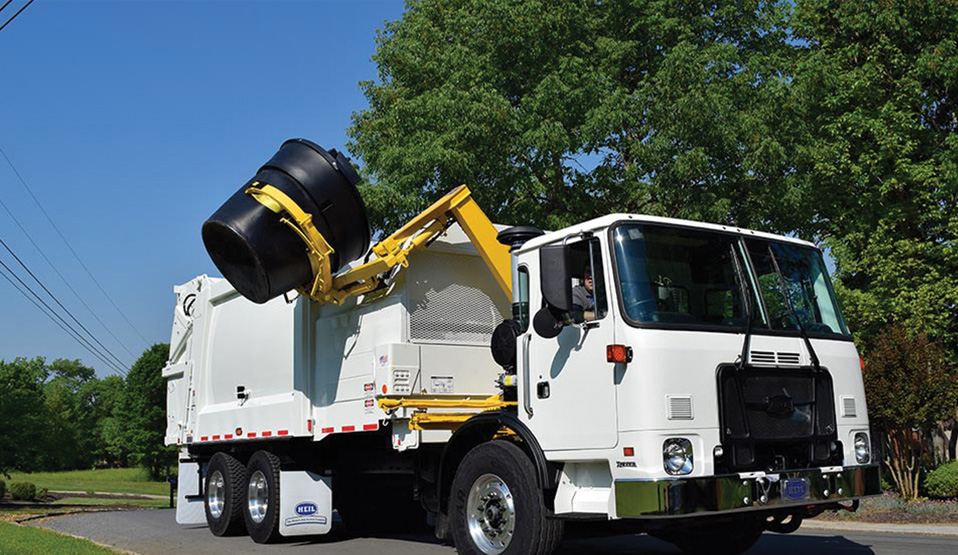 300 Gallon Cans Sideload Garbage Truck