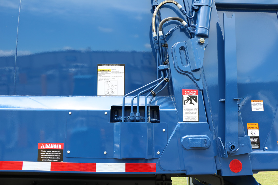 Half/Pack® Commercial Frontloader Garbage Trucks With Odyssey™ Hydraulic Controls