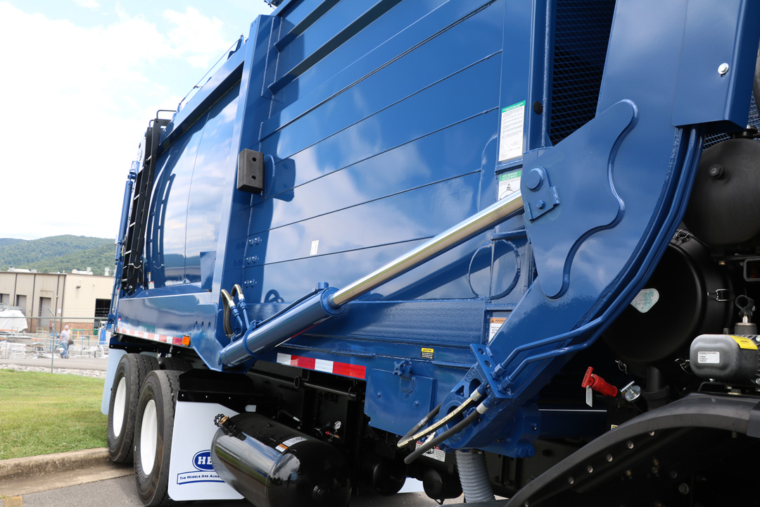 Half/Pack® Commercial Frontloader Garbage Trucks With Odyssey® Hydraulic Controls