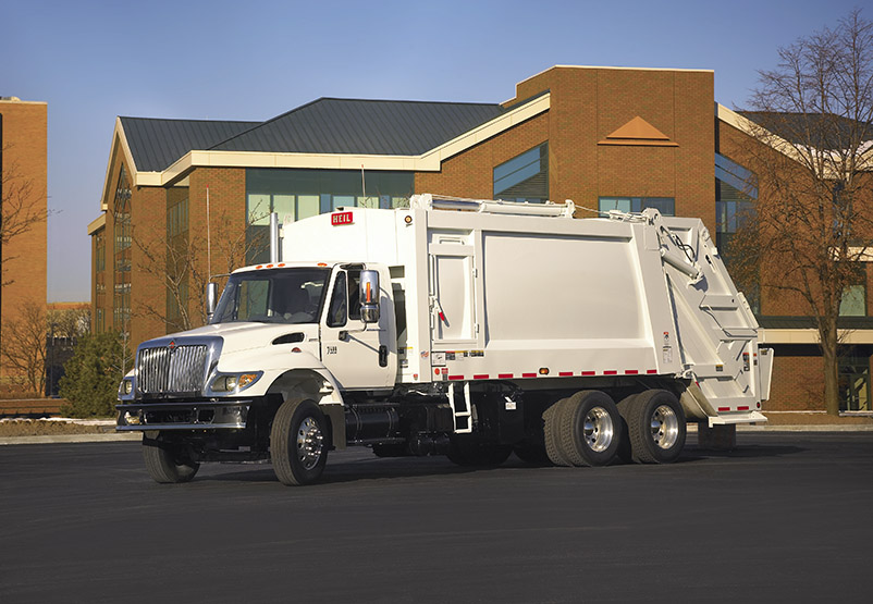 PowerTrak® Commercial Rearloader Garabage Truck