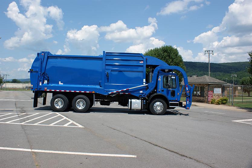Half/Pack Freedom Frontloader Garbage Truck