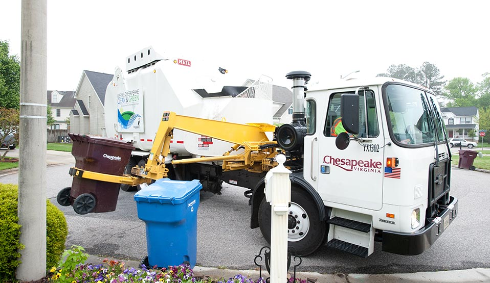 Heil® CNG Side Loader Garbage Trucks