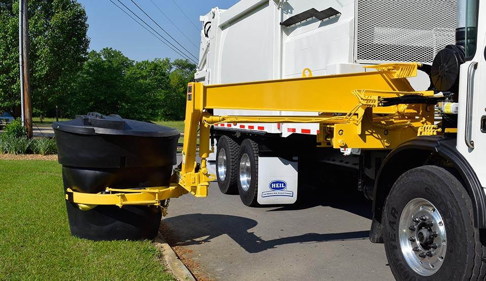 DuraPack Rapid Rail Sideloader Garbage Truck